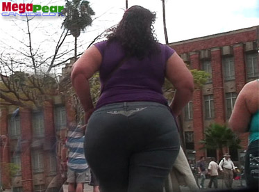 Huge candid basketball mega booty latina in leggings 9